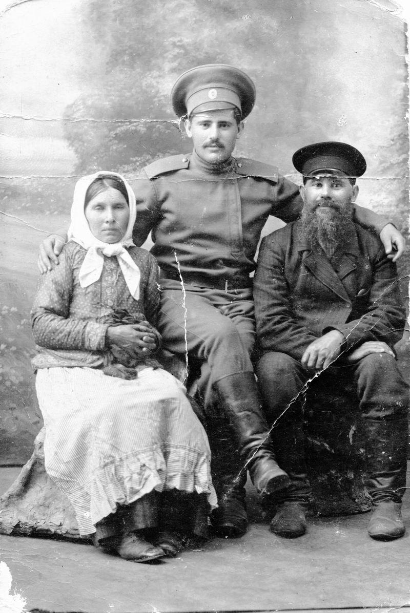 Мищаков Семён Николаевич с родителями. 1015 год, г. Бобруйск