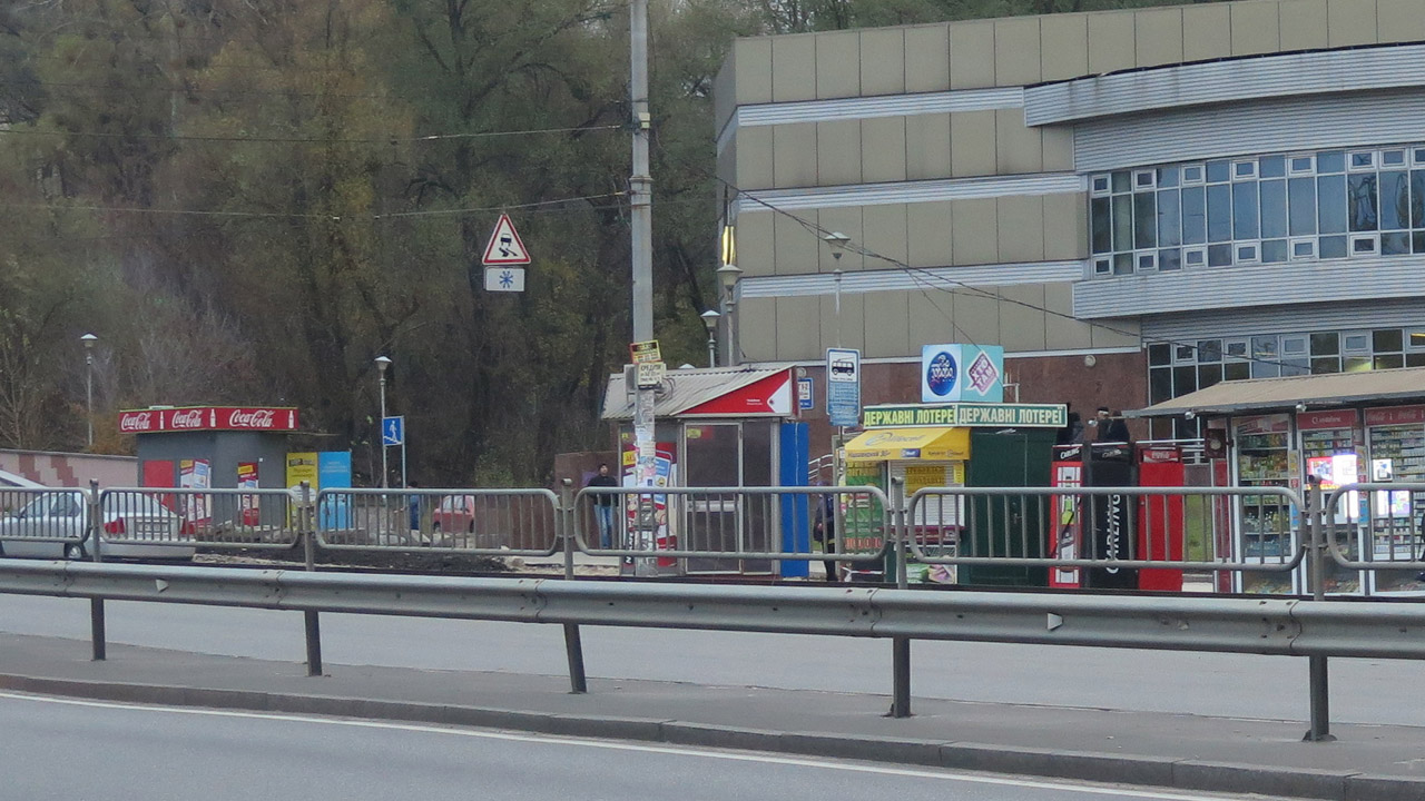 """Станция метро """"Сырец""""."""